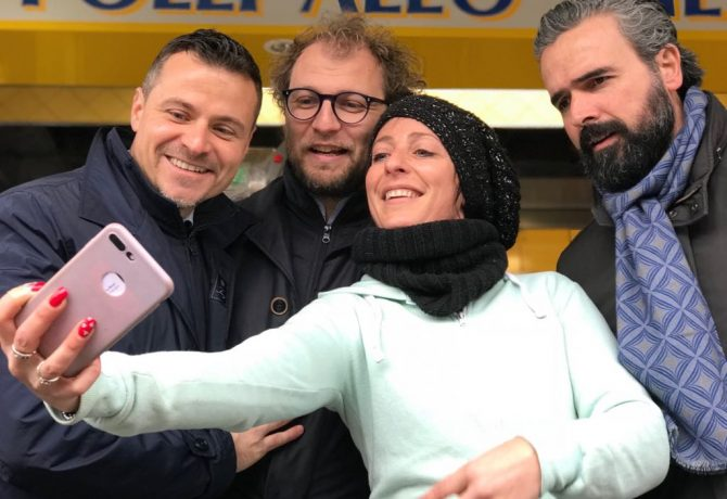 Luca Lotti - Selfie al mercato