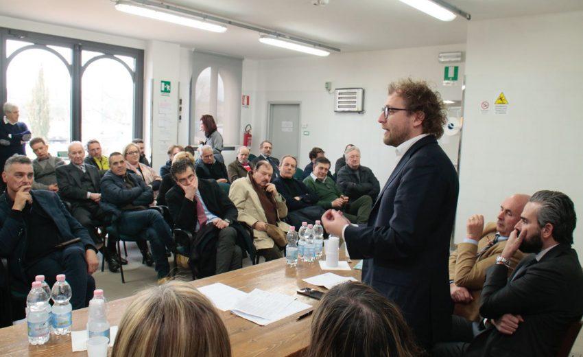 Luca Lotti presso l'Oleificio Montalbano